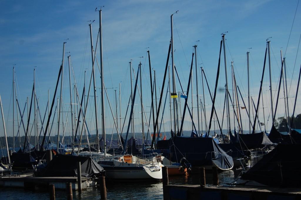 Gleich nach dem Yachthafen Goetzke wartet das Forsthaus am See