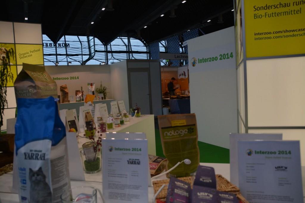 Organic Petfood Showcase auf der Interzoo 2014 mit Yarrah, DEFU, Herrmanns, Liebesgut uvm.